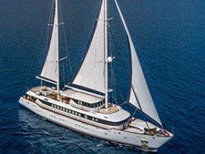 Aiaxaia Yacht à voile