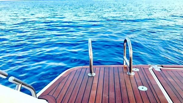 Yacht à moteur Alex