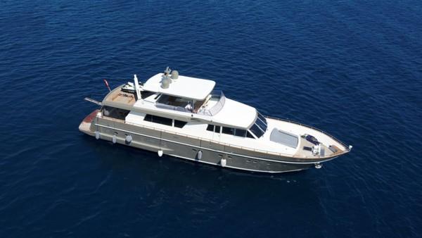 Bona Dea Yacht à moteur