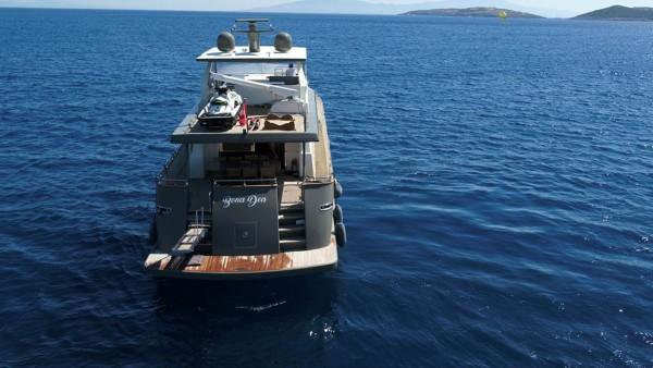 Yacht à moteur Bona Dea