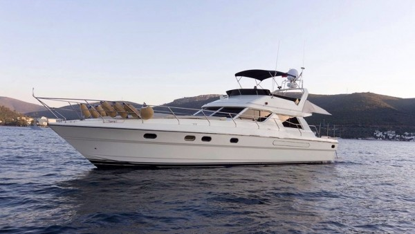 Deep Blue Yacht à moteur