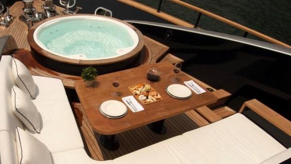 Yacht à moteur Harun
