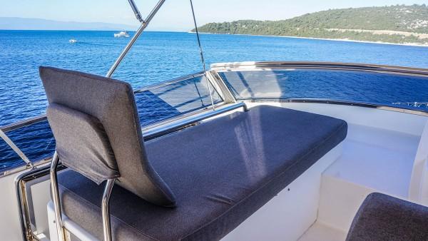 Yacht à moteur Kuum