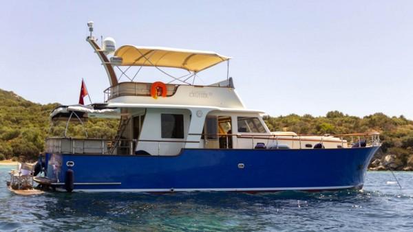 Maia Yacht à moteur