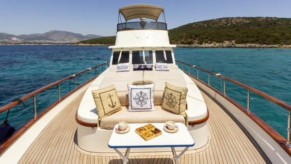 Yacht à moteur Maia