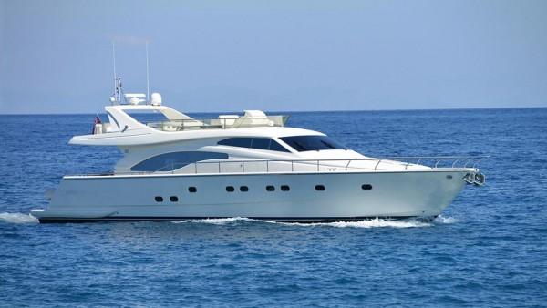 Yacht à moteur Mary