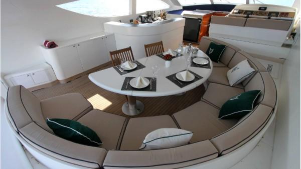 Yacht à moteur Mina II