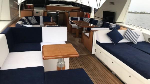 Yacht à moteur Miracle