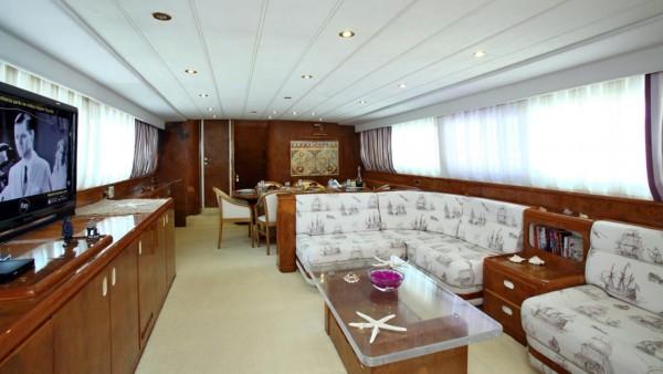 Yacht à moteur Mystery I