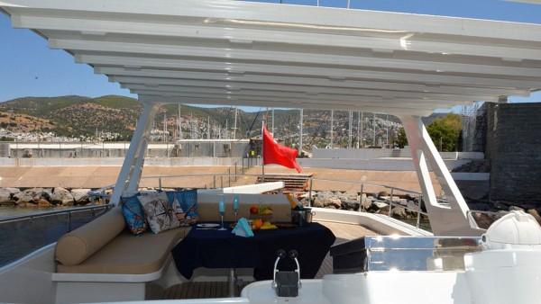 Yacht à moteur Rose 25