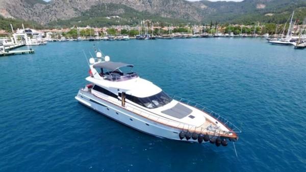 Yacht à moteur Ser 1