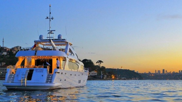 Yacht à moteur Smyrna
