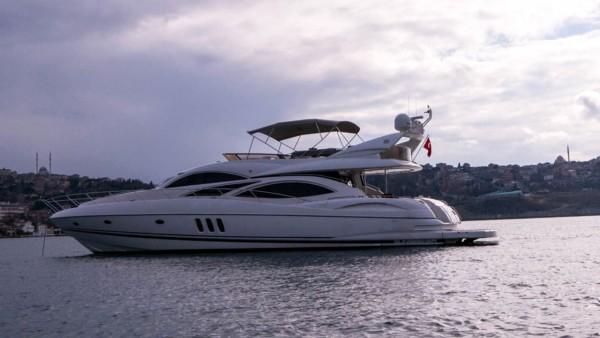 Torini Yacht à moteur
