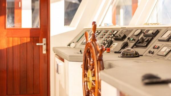 Yacht à moteur Yolo
